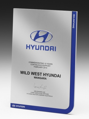 Hyundai-Long Service Award. Custom metal plaque with photographic aluminium. H: 290mm W: 210mm.